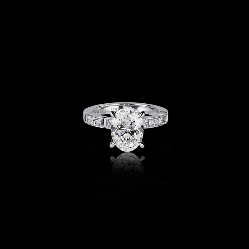 Canturi Regina diamond engagement ring with Oval diamond