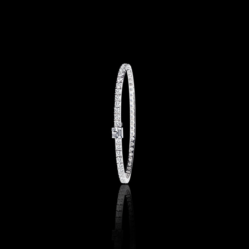 Canturi line bracelet featuring round brilliant cut diamonds with baguette and carré cut diamonds in a Cubism clasp detail handcrafted in 18ct white gold.