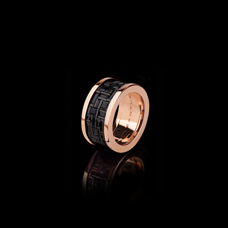 Cubism wide ring with Australian black sapphires in 18kt pink gold.