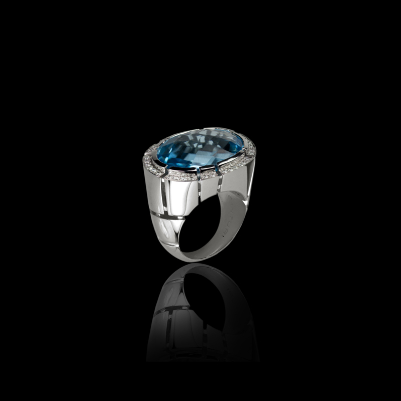 Canturi Cubism Pavé cocktail ring featuring a blue topaz gemstone and diamonds in 18ct white gold.
