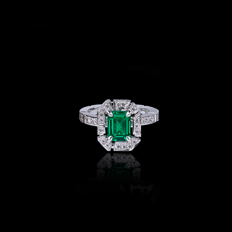 Canturi Regina diamond ring with green emerald in 18ct white gold, also available in yellow gold or pink gold.