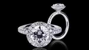 Canturi Renaissance diamond engagement ring in a scalloped set halo setting and micro scalloped band.